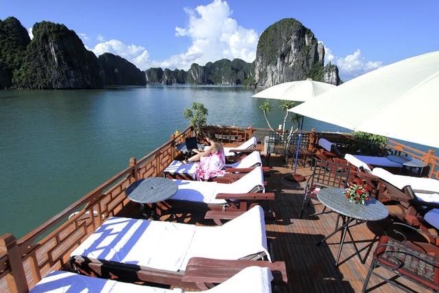 Bai Tho Cruise relax on board