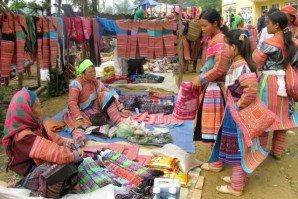Cao Son market day