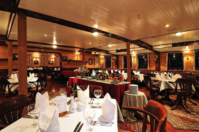 Emeraude Classic Dinning room