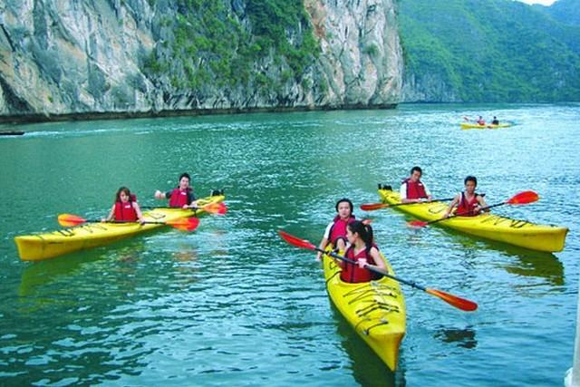 Glory Cruises Kayaking