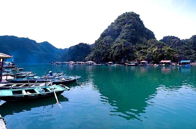 Halong Cong Dam fishing village