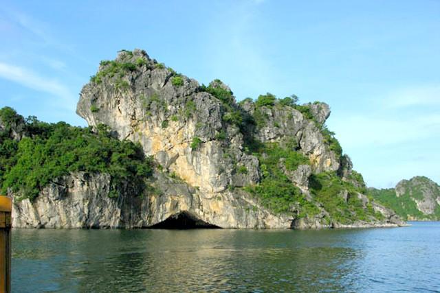 Halong TienOng cave.
