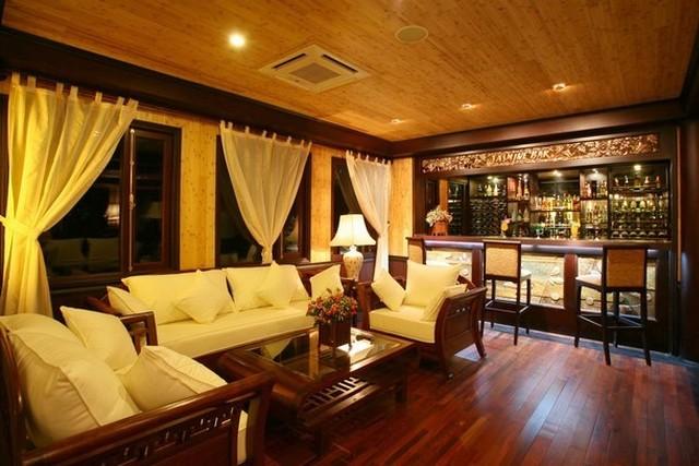 Jasmine Junk Cruises Lounge