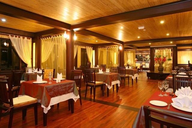 Jasmine Junk Cruises Room Restaurant.