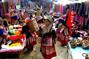 Lung Khau Nhin market Cao Son Ecolodge