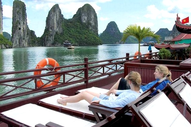Oriental Sails Cruise relax on board