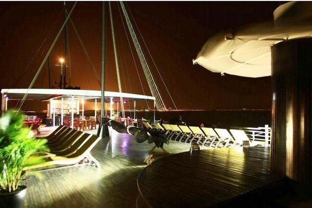 Pelican Cruise -Sundesk