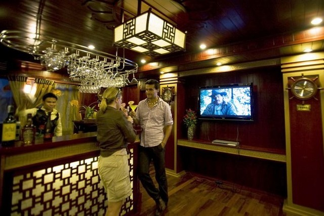 Phoenix Cruises Bar