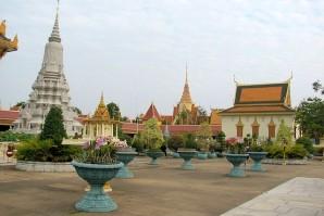 RoyalPalace_PhnomPenh-1