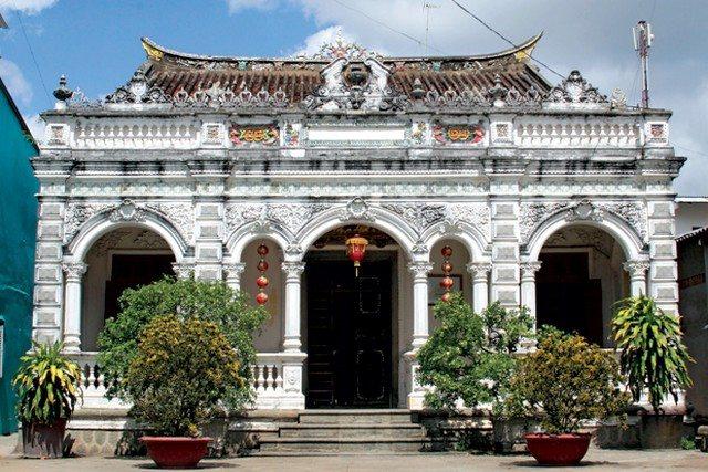 SaDec_Marguerite_Duras_ancient_house
