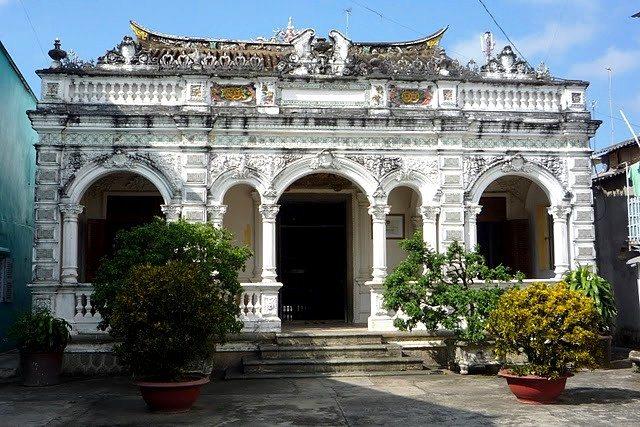 SaDec Marguerite Duras ancient house
