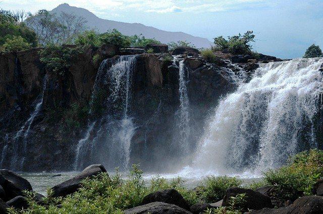 Laos Tad Lo waterfall