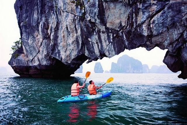 Victory cruise kayaking