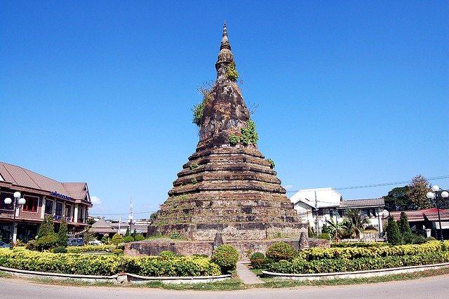 Vientiane That Dam stupa