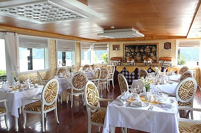 White Dolphin Cruise Restaurant