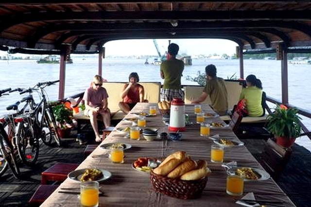 Mien Tay Sampan Cruise Dinning on boat