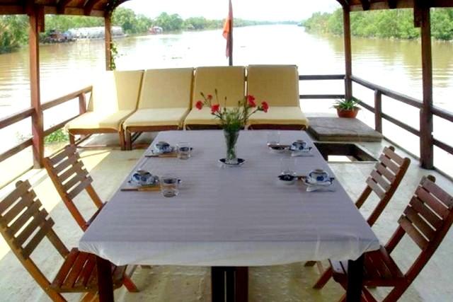 Sampan Cruise Dinning room