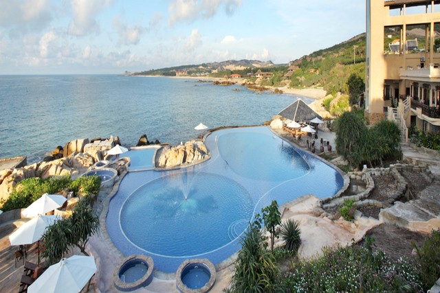 Rock water bay rock garden spa resort tnk travel for Garden spas pool germantown tn