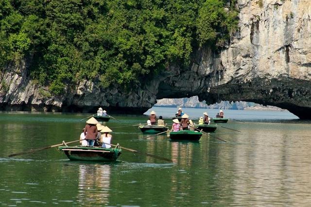 Huong Hai Sealife Cruise Luon Cave