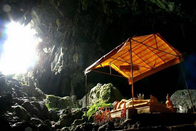 caves Vang Vieng