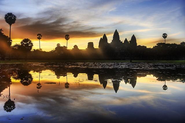 Sunrise-Angkor-war
