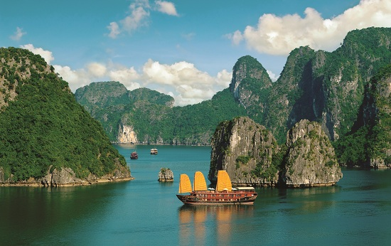 Halong bay is one of the best places not to miss in Vietnam