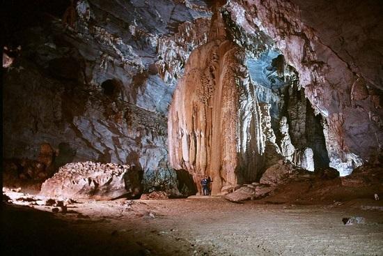 Dau Go grotto