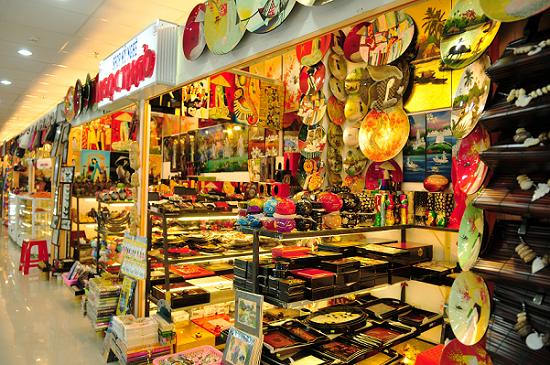 sản phẩm của bát tàng được bày bán ở mọi nơi