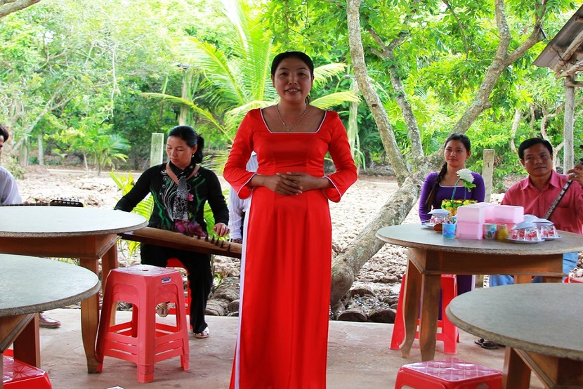 Listening Vietnamese folk music