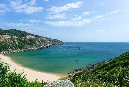 Mon beach is one of top places to visit in Phu Yen, Vietnam