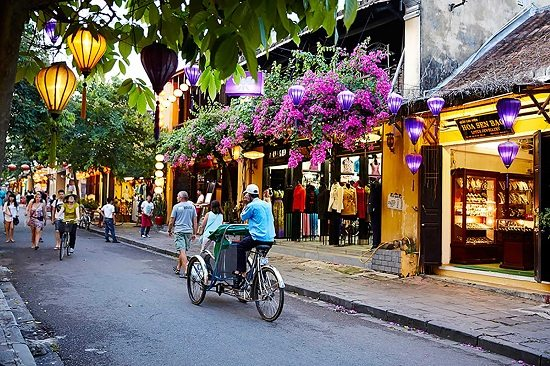Getting around Hoi An ancient town