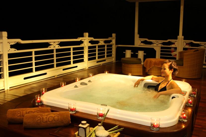 Au Co Cruise Halong Bay Jacuzzi