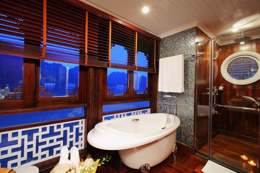 Au Co Cruise Halong Bay Bathroom