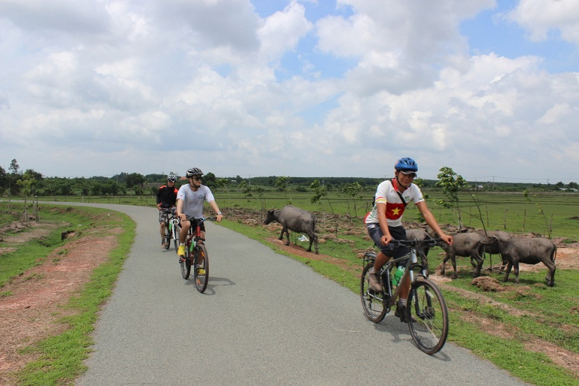 Cycling to Cu Chi tunnels