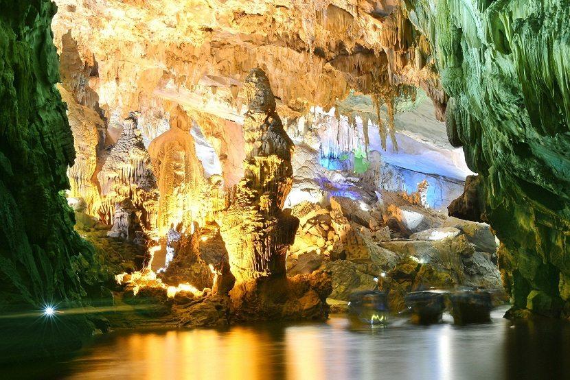 <font><font>Hue Phong Nha Caves</font></font>