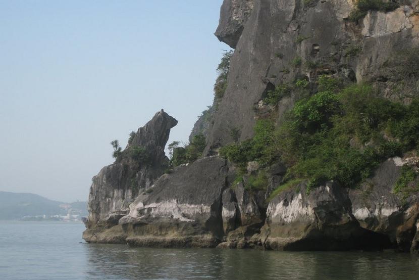 Dog Rock in Halong Bay