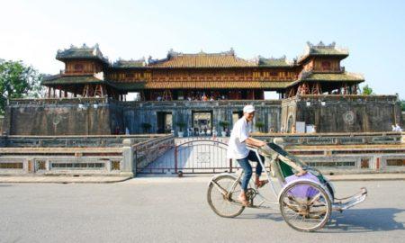 Cyclo tour around Hue city