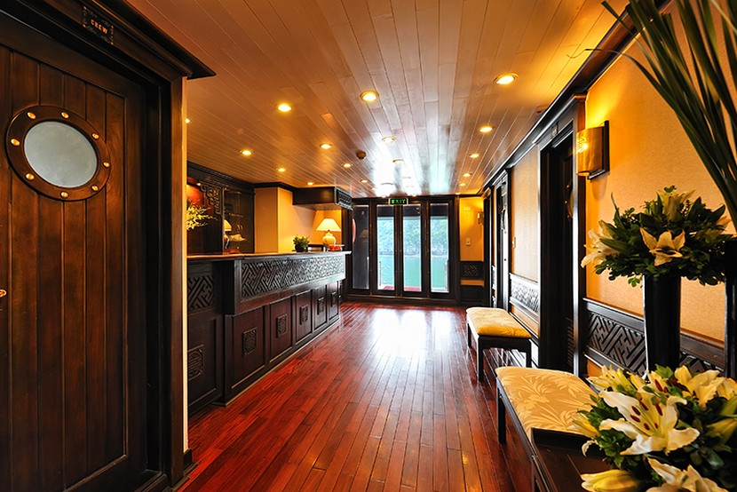 Paradise Cruise Halong Bay Reception Area