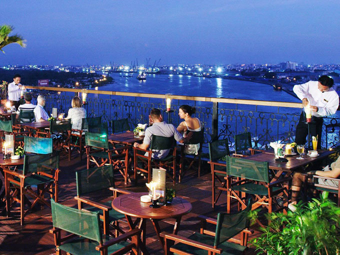 Saigon rooftop bars to hang out Breeze Sky Bar-and M Bar