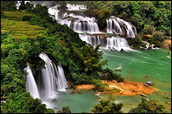 Vietnam famous waterfalls: Ban Gioc Waterfall