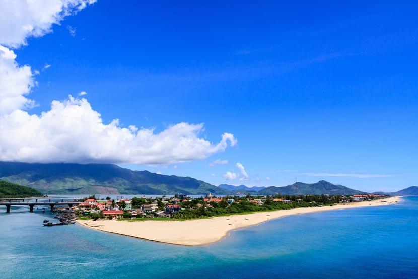 lang-co-beach-hue